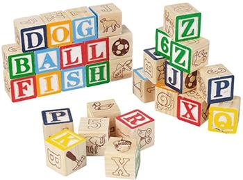 meerkleurige houten blokken speelgoed met letters en nummers